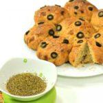 طريقة عمل الخبز بالزيتون والزعتر