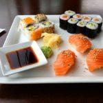 طريقة عمل السوشي الياباني بالسلمون