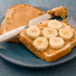 طريقة اعداد ساندويش الموز وزبدة الفول السوداني